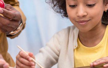 10 naturliga färger för att måla påskägg tillsammans med barnen